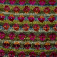 Rødelige/grønne farver Knitting Charts, Loom Knitting, Knitting Patterns, Form Crochet, Knit Crochet, Fair Isle Knitting, Color Schemes, Knitwear, Elsa