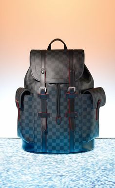 For the man with the urban lifestyle, bring home the Louis Vuitton Christopher backpack this holiday. With pockets on the outside and inside, including an iPad pocket, this backpack offers versatility and style. Leather Hobo Bags, Leather Backpack, Gucci, Cute Purses For Cheap, Louis Vuitton Hombre, Fashion Bags, Mens Fashion, Handbags On Sale, Ladies Handbags