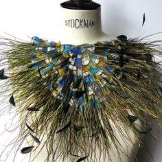 Prune Faux plumassiere à Mouriès feathers collier necklace shirt front plumes