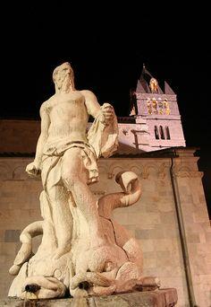 Carrara, Piazza del Duomo  #tuscany
