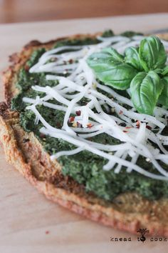 This looks sooo good! Vegan, gluten free Quinoa Pizza Crust. from @Iamrunner