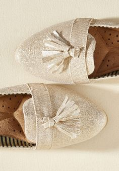 Channeling mimosas and bellinis with their sparkling sophistication, these glittery gold flats turn every occasion into a celebratory one! A Loly in the sky design, these tasseled loafers feature cushioned insoles and eye-catching class that'll make everyone want to pop some bubbly.