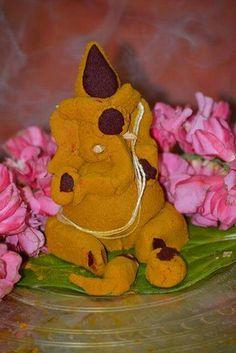 Manjal Pillaiyar Clay Ganesha, Ganesha Art, Krishna Art, Lord Ganesha, Ganesha Sketch, Ganesh Pooja, Ganpati Decoration At Home, Silver Pooja Items, Housewarming Decorations