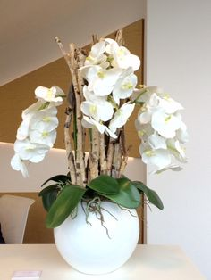Vandaa orchidee in hoogglans pot. Ong 80 cm hoog.
