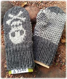 Pääkallolapaset Fingerless Gloves, Arm Warmers, Winter, Fashion, Mittens, Moda, Cuffs, Fashion Styles, Fingerless Mitts