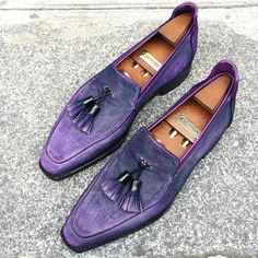 These beauties spotted in front of our Paris store, waiting for their proud owner to pick them up ! 🕺🏻#Corthay #Paris #BrightonTassel #Loafer #Suede #Aubergine #Patina #Purple #Shoes #MadeInFrance #TheFinestShoes #LaCouleurCestCorthay #Shoeporn