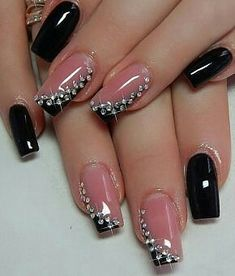 This Royal Black, Grey and White Nail Art Design. Feel the royal ambiance by getting this amazing royal looking nail art design with the combination of black, white and grey nail colors boosted up with the pearls. Stylish Nails, Trendy Nails, Cute Nails, Nail Art Design Gallery, Best Nail Art Designs, Bright Orange Nails, Hair And Nails, My Nails, White Nail Art