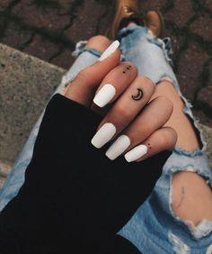 Girl Finger Tattoos, Finger Tattoo For Women, Small Finger Tattoos, Hand Tattoos For Women, Tattoo Finger, Tattoo Hand, Ring Finger, Womens Finger Tattoos, Finger Tattoo Designs