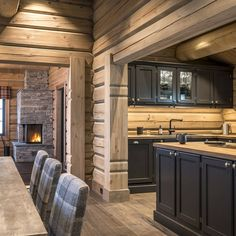Modern Cabin Interior, Luxury Modern Homes, Interior Garden, Interior Design, Log Home Interiors, Cottage Interiors, Cabin Homes, Log Homes, Log Home Kitchens