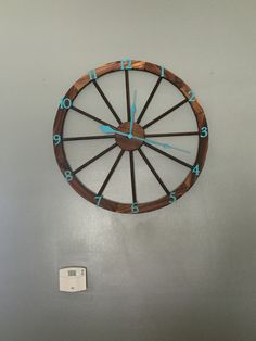 diy wagon wheel clock alternating length wagon wheel mason jar