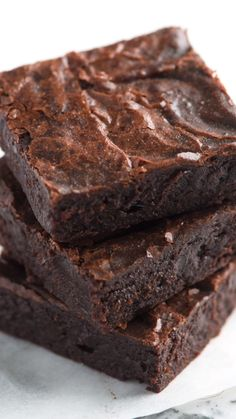 Our Favorite Easy Fudgy Brownies From Scratch This is my absolute favorite brownie recipe. They are rich, fudgy in the middle, and made completely from scratch. These brownies are so much better than the box, and I bet you have what you need to make them Easy Cake Recipes, Easy Desserts, Sweet Recipes, Cookie Recipes, Delicious Desserts, Dessert Recipes, Yummy Food, Dinner Recipes, Cocoa Recipes
