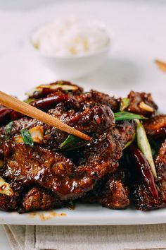 This Mongolian Beef Recipe is a crispy homemade version that's less sweet and more flavorful than restaurant versions you're probably used to. It's one of our top recipes for a reason! Top Recipes, Meat Recipes, Asian Recipes, Dinner Recipes, Cooking Recipes, Healthy Recipes, Chinese Beef Recipes, Sirloin Recipes, Beef Sirloin