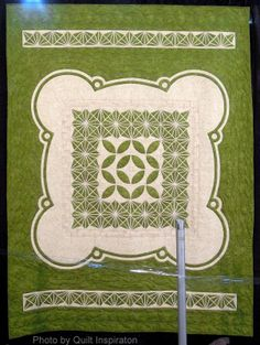 Crop Circle, Morgans Hill, 2 August 2009 by Joanne Shapp (North Pomfret, Vermont).  2013 Houston IQF, photo by Quilt Inspiration