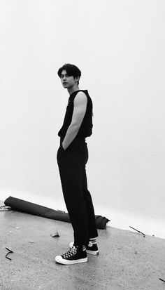 Handsome Prince, Handsome Boys, Adventure Time Wallpaper, Bright Wallpaper, Boyfriend Photos, Bright Pictures, Chinese American, Aesthetic Filter, Poses For Photos