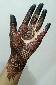 Best 12 Find here so many amazing designs of henna or mehndi for cute hands in Here we have collected a lot of best mehndi designs that are really cutest and hot way to get beautiful personality. Khafif Mehndi Design, Rose Mehndi Designs, Latest Bridal Mehndi Designs, Henna Art Designs, Mehndi Designs 2018, Mehndi Designs For Beginners, Mehndi Designs For Girls, Unique Mehndi Designs, Wedding Mehndi Designs