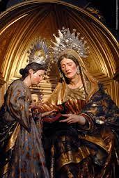 La iglesia cuenta con una pintura de principios del siglo XVII de Santa Ana instruyendo a la Virgen.