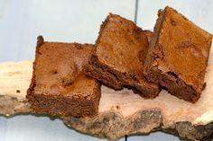 Dit is echt heel lekker, zoet en ietsje zurig door de kersen. Brownies, gemaakt van pure chocolade en Speltmeel en Kersen.
