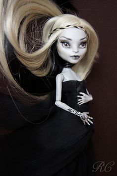 ♥ WITCH OF THE MOOR♥ OOAK custom repaint Monster High doll