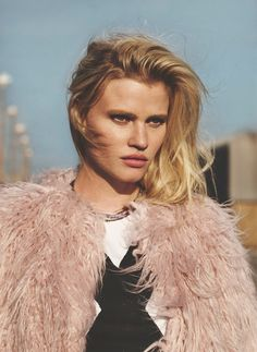 Supermodel Lara Stone teams up with fashion photographer Emma Tempest for the cover story of Russh Magazine's October November 2015 edition. High Fashion Photography, Glamour Photography, Lifestyle Photography, Editorial Photography, Lara Stone, Fashion Models, Fashion Beauty, Fashion Trends, Fashion Fashion