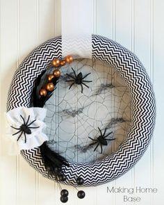 DIY Halloween : DIY Homemade Halloween Decorations are the BEST: Halloween Wreath DIY Halloween Decor