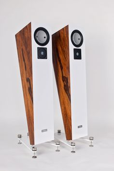 High end speakers ALPHA #neohighend #alpha #tripod #doubletripod #quattron #highendspeakers #luxuryaudiorack #accuton