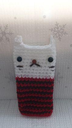 ピッタリサイズのスマホケースです。アクリル毛糸で作りました。カバンから取り出す度にフッと笑顔になっていただけたら嬉しいです。|ハンドメイド、手作り、手仕事品の通販・販売・購入ならCreema。