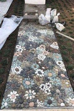 How do I create a pebble mosaic? Prepare the stones and sort them - DIY garden decoration - How do I create a pebble mosaic? Prepare the stones and sort them How do I create a pebble mosaic?