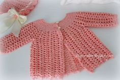 A couple of weeks ago I made a lacy bonnet  (shown bellow), and now I made a matching baby jacket.      The pattern was from W...