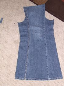 Keeping it Simple: Tutorial Tuesday: Pants to Apron Diy Jeans, Recycle Jeans, Jeans Refashion, Diy Clothes Life Hacks, Clothing Hacks, Jean Crafts, Denim Crafts, Sewing Aprons, Sewing Clothes