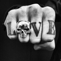 L'orfeu, Psiquê and Tiresias Pretty Tattoos, Cool Tattoos, Biker Tattoos, Crane, Celtic, Men Photography, Portrait Photography, Skull Jewelry, Skull Rings