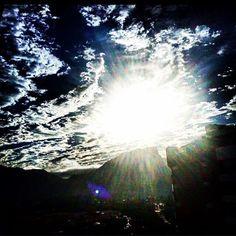 Explosão de luzes no céu...Na medida certa da beleza#fenômenos#instagram #world #people #brasil #dream ##errejota #errejota #ffotogeografia#gersbrasil #luzes #mundo #montanha #nuvens #natureza #noite #o#poraí #rio021#rio365 #riopstcard #riodosmeusolhos #travel #turistei #top #voguebrasil #clickdebethvalentim #boanoite ✨✨✨ #fotoregistrada