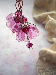 fuchsia elements by makeba - SAShE. Water Bottle Crafts, Plastic Bottle Flowers, Plastic Bottle Crafts, Plastic Jewelry, Recycle Plastic Bottles, Bottle Jewelry, Clay Jewelry, Jewelry Crafts, Jewellery