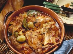 Braised rabbit the Greek way - Kaninchen - Greek Recipes Greek Recipes, Meat Recipes, Dinner Recipes, Healthy Recipes, Rabbit Recipes, Healthy Eating Tips, Healthy Nutrition, Braised Leg Of Lamb, Homemade Greek Yogurt