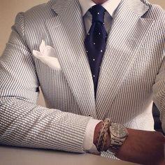 Seersucker jacket, white shirt, navy tie with white pin dots Gentleman Mode, Gentleman Style, Sharp Dressed Man, Well Dressed Men, Looks Style, Looks Cool, Suit Fashion, Mens Fashion, Seersucker Jacket