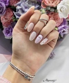 FORMA long nails, and try different nail designs for summer fall winter spring are created and brought to light, but when we see these new nail designs on other girls hands, we feel like our nail colors is dull and outdated. Dream Nails, Love Nails, Fun Nails, Nagellack Design, Nails 2018, Manicure E Pedicure, Perfect Nails, White Nails, Trendy Nails
