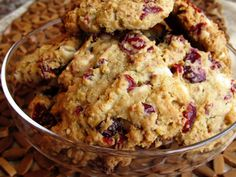 Share and Remember: Oatmeal Cranberry White Chocolate Cookies White Chocolate Cranberry Cookies, Chocolate Chunk Cookies, Chocolate Desserts, Chocolate Chips, Yummy Treats, Sweet Treats, Yummy Food, Making Sweets, Chocolate Delight