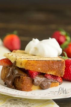 Nutella Strawberry Grilled Pound Cake Sandwiches recipe is a quick and easy dessert recipe. This dessert panini can be prepared inside or outside on the grill. Nutella Recipes, Chocolate Recipes, Easy Desserts, Dessert Recipes, Crack Pie, Wine Butter, Pound Cake Recipes, Pound Cakes, Candied Bacon