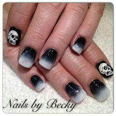 Black & white ombre - skulls nails