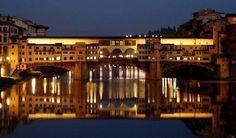 Ponte Vecchio rispecchia Arno