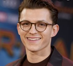 Tom Holland, White Toms, Tommy Boy, Red Carpet Looks, Actor Model, Actors & Actresses, Red Carpets, Glasses, Celebrities