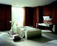Klassieke kranen Carlton van Axor. Deze designbadkamer is de droom van velen. De inrichting met het vrijstaande bad doet de badkamer een zekere luxe uitstralen. De Carlton-kranen van Axor geven de badkamer een klassieke afwerking. Door de natuurlijke kleuren in deze badkamer kom je zonder problemen helemaal tot rust. Axor