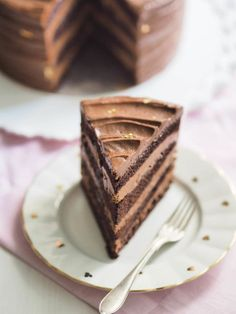 Täydellinen Suklaakakku - Leivonta - Ohjeet - Suklaa Delicious Cake Recipes, Yummy Cakes, Sweet Recipes, Dessert Recipes, Sweet Bakery, Easy Baking Recipes, Sweet Pastries, Frosting Recipes, Sweet And Salty