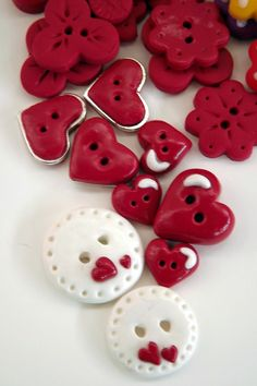 oldandshabby:  (via Polymer clay buttons | ✿⊱╮RED & WHITE✿⊱╮)