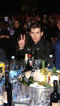 Alex at the BRIT Awards Arctic Monkeys Wallpaper, Monkey Wallpaper, Alex Arctic Monkeys, Arctic Monkeys Lyrics, Monkey Memes, Monkey 3, The Last Shadow Puppets, Music Stuff, Oeuvre D'art