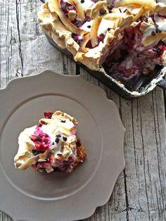 ふわふわ、もちっ、さくっと、さまざまな食感が楽しめるメレンゲスイーツ。グラタン皿で焼くことでスコップケーキ感覚で召し上がれ。|『ELLE a table』はおしゃれで簡単なレシピが満載!