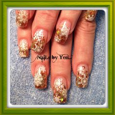 Christmas nail design with snowflakes #yen #gold glitter #acrylic #stamped ...thank you, Mrs Mary!