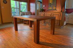 Table de cuisine en noyer massif