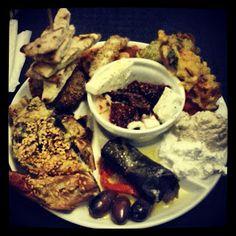 Cercate il ritorantino greco più vicino a voi e lasciatevi cullare dal mix di sapori suggestivi di cui ogni singolo piatto ne è impregnato :)