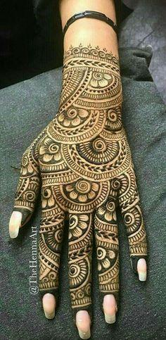 Back hand henna design Traditional Mehndi Designs, Indian Henna Designs, Latest Bridal Mehndi Designs, Full Hand Mehndi Designs, Mehndi Designs 2018, Henna Art Designs, Mehndi Designs For Girls, New Bridal Mehndi Designs, Dulhan Mehndi Designs