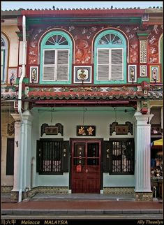 melaka house - Google Search Traditional Doors, Traditional House, Asian Cafe, Singapore House, Malacca Malaysia, Restaurants, Restaurant Exterior, Singapore Photos, Malaysia Travel
